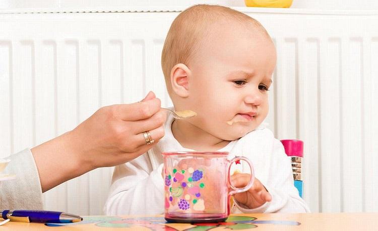 Trẻ biếng ăn phải làm sao? Mách mẹ 6 cách giúp trẻ hết biếng ăn